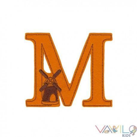M, mint Malom